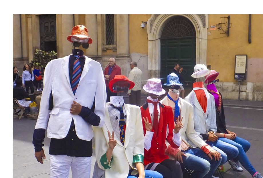 Street performers in Rome